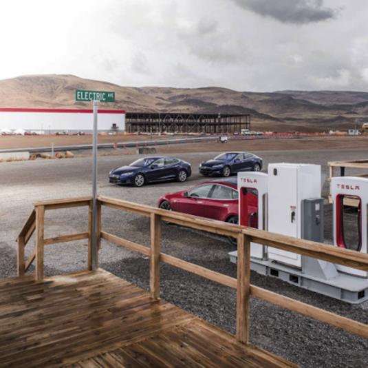 interiér vstupu do továrny Tesla Gigafactory 1