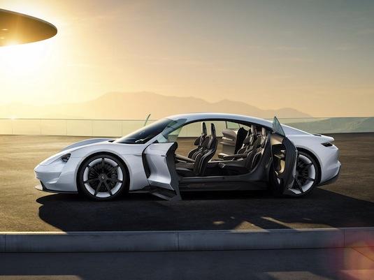 auto koncept elektromobilu Porsche Mission E