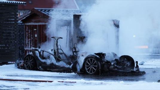 auto elektromobil Tesla Model S požár Norsko Supercharger