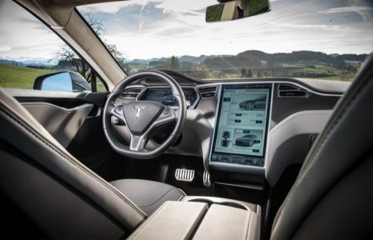 auto elektromobily interiér Tesla model X kůže syntetická