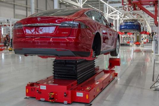 auto výroba elektromobilů tesla model s v továrně tesla motors v nizozemsku tilburg