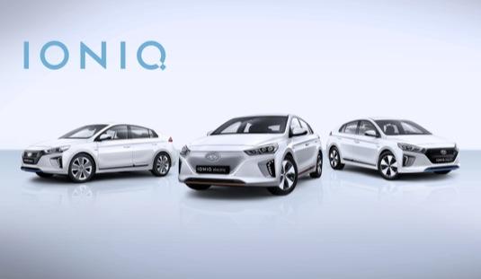 auto Hyundai Ioniq na autosalonu Ženeva 2016 ve všech třech verzích - jako elektromobil, plug-in hybrid i hybrid