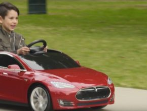 auto elektromobil Tesla Model S jako auto pro děti