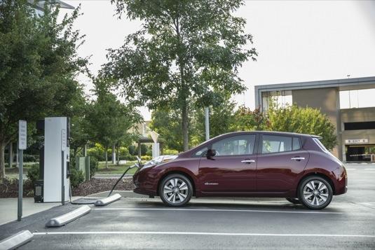auto elektromobil ekektroauto Nissan Leaf je nejprodávanější vůz svého druhu na světě