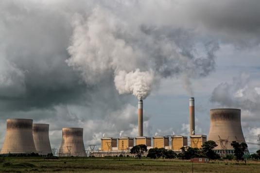 auto uhelná tepelná elektrárna komíny znečištění ovzduší