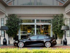 auto elektromobil Tesla Model S nabíjecí stanice Tesla Destination Charge