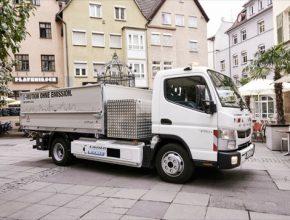 Značka Fuso divize Daimler Trucks je vedoucím výrobcem lehkých nákladních vozidel s částečně i zcela elektrickým pohonem. Flotilový test v roce 2015 v Portugalsku potvrdil snížení provozních nákladů až o 64 % – Canter E-Cell ušetří 1000 eur každých 10 000 kilometrů.