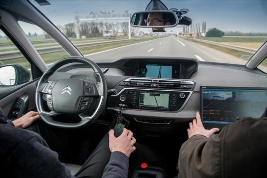 auto robototická autonomní jízda Citroen C4 Picasso