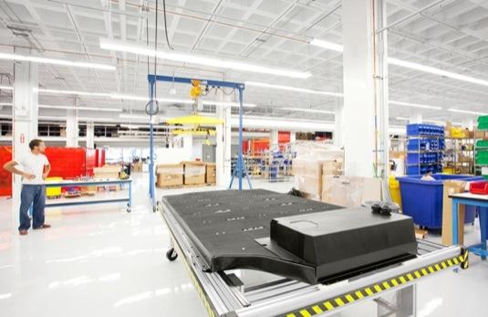 auto baterie elektromobilu Tesla Model S továrna Fremont