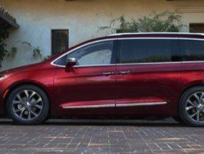 Plug-in hybrid minivan Chrysler Pacifica Hybrid nově dostane robotické řízení společnosti Google. Flotila stovky vozů vyjede už letos.