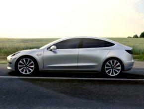 auto elektromobily Tesla Model 3 silver stříbrná