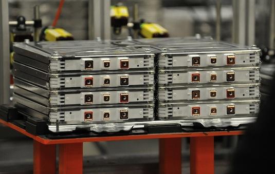 Nissan využívá pro výrobu svých domácích baterií dosloužilé baterky z elektromobilů Leaf a e-NV200