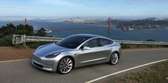 auto elektromobil Tesla Model 3 prototyp silnice San Francisko Golden Gate bridge v pozadí