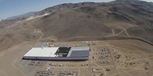 auto Tesla gigatovárna gigafactory