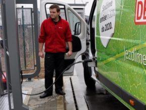 auto plnění dodávky na CNG stlačený zemní plyn