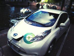 auto elektromobil Nissan Leaf a Amsterdamské kanály