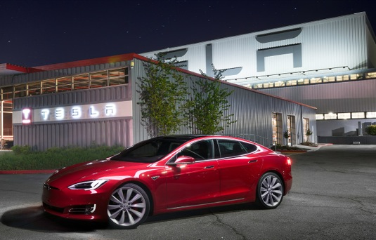 auto továrna Tesla Motors Fremont Kalifornie elektromobil Tesla Model S