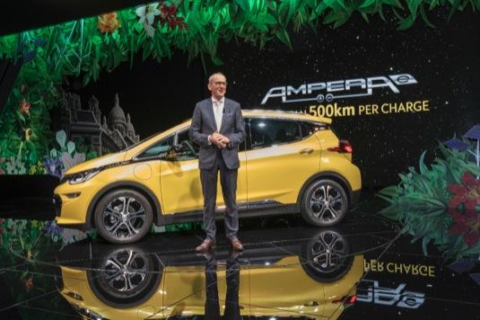 autosalon-zeneva-2016-elektromobil-opel-ampera-e-dr-karl-thomas-neumann-prezentace-premiera