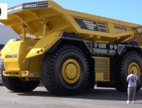 auto nákladní důlní vozidlo dampr dumper Komatsu