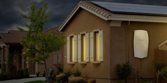 auto Tesla Powerwall solární elektrárna domácí baterie úložiště elektřiny energie