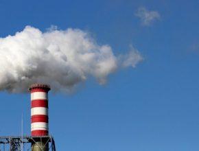 auto továrna komíny znečištění ovzduší