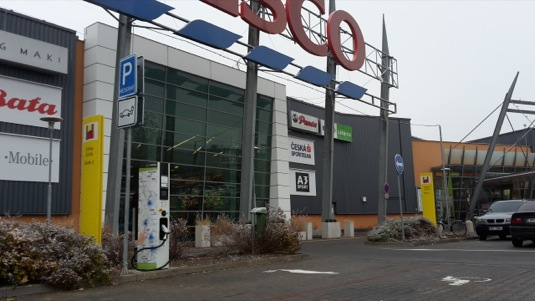 dobijeni-elektromobilu-nissan-leaf-evselect-rychlonabijeci-stanice-tesco-olomouc-evmapa.cz