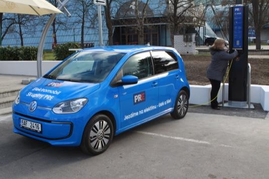 auto elektromobil Volkswagen e-Up! chytrá lampa PRE
