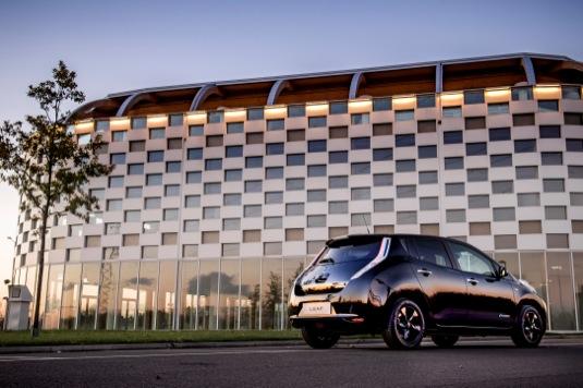 auto elektromobil Nissan Leaf Black Edition