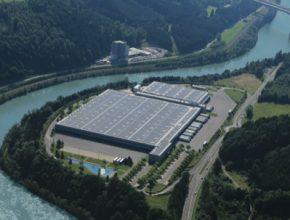 auto Vítězem kategorie Vzduch je rakouský řetězec supermarketů Hofer KG, kterému se po přechodu na ekologické zdroje daří od začátku roku 2016 fungovat vCO2 neutrálním prostředí.