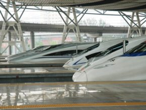 auto cina-vysokorychlostni-vlaky-rychlovlaky-zeleznice