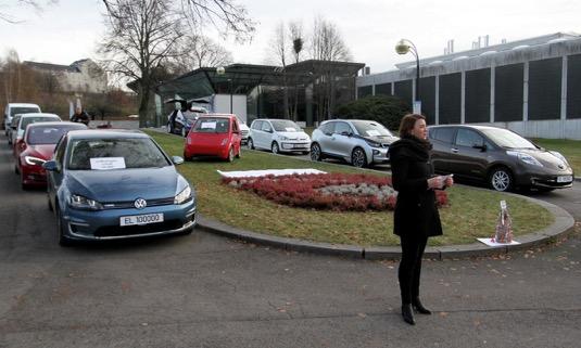 auto oslava 100 000 elektromobilů na norských silnicích