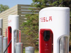 nabíjecí stanice Tesla Supercharger Drummondville