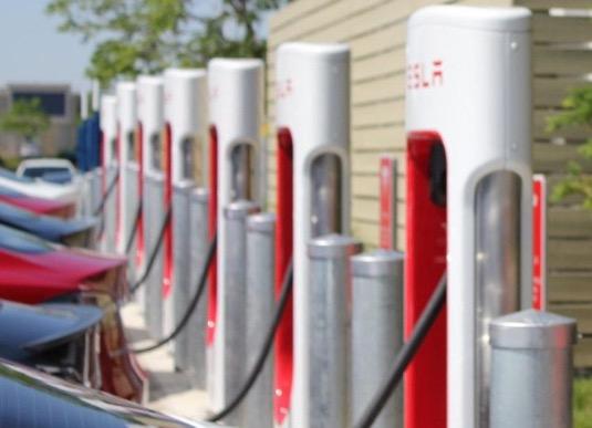auto nabíjecí stanice rychlonabíječka Tesla Supercharger