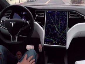auto robotické řízení automobilu elektromobilu Tesla Model S díky platformě Vision a technologii Autopilot