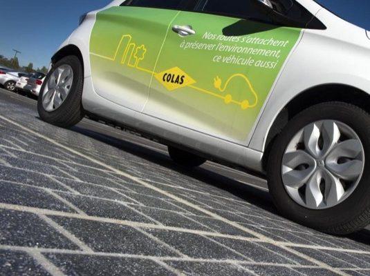 auto WattWay Francie Normandie solární silnice