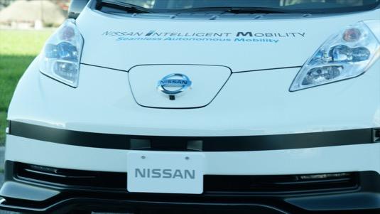 Nissan už dnes testuje robotické elektromobily Leaf