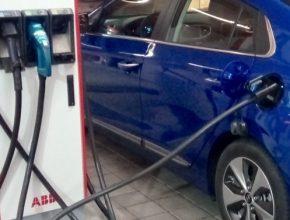 auto nabíjení elektromobilu Hyundai Ioniq Electric nabíjecí stanice Humpolec Vystrkov E.ON ABB