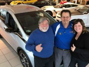 Pro Wozniakovic rodinu se elektromobil Chevrolet Bolt stává hlavním dopravním prostředkem