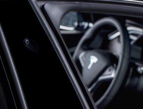 auto Tesla elektromobily Autopilot