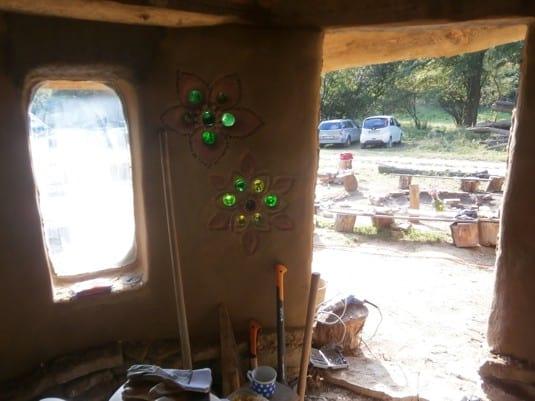 ekologický slaměný dům z hliněnými omítkami slamák