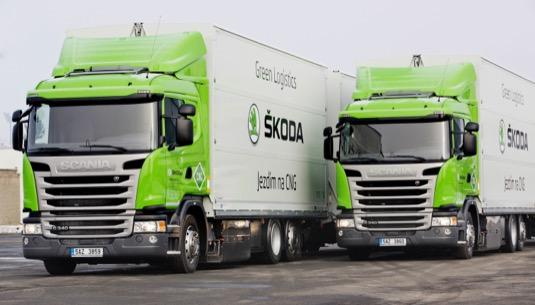 Škoda v oblasti dopravy a logistiky sází na ekologická řešení Škoda dále rozšiřuje svou ekologickou logistickou flotilu a v závodě v Mladé Boleslavi nasazuje čtyři kamiony vozy s pohonem na CNG.