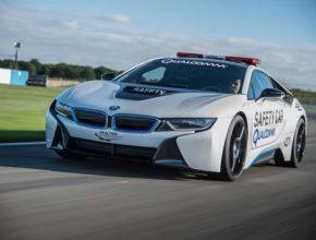 auto plug-in hybrid BMW i8 jako safety-car závodů elektrických formulí Formula E