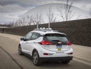 auto elektromobil robotický autonomní Chevrolet Bolt EV