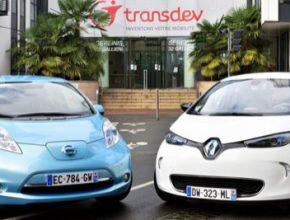 auto elektromobily Renault Zoe a Nissan Leaf před sídlem společnosti Transdev