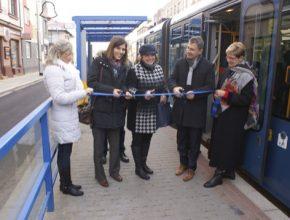 auto Slavnostní otevření tramvajové zastávky Prostorná po rekonstrukci