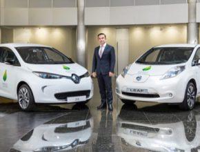 Carlos Ghosn, šéf Aliance Renault-Nissan (do které nově patří i Mitsubishi), a jeho nejprodávanější elektromobily Renault Zoe a Nissan Leaf.