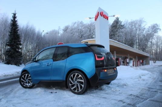 auto elektromobil BMW i3 u nabíjecí stanice Humpolec-Vystrkov