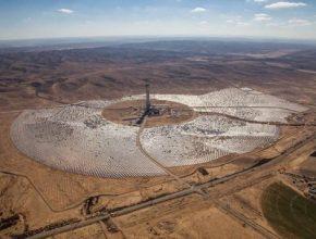 Věž solárně-koncentrační elektrárny by svýškou 250 metrů byla nejvyšší na světě.