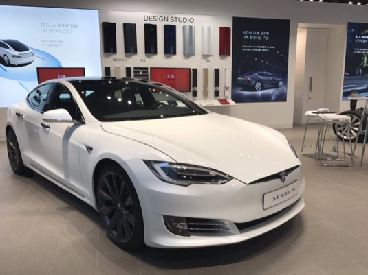auto Tesla Model S elektromobil Jižní Korea