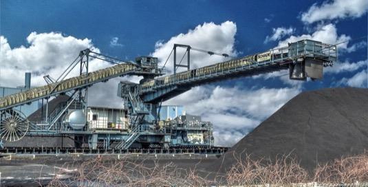 Těžba uhlí pomalu mizí v propadlišti dějin.
